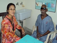 Counsellor motivating the Patient